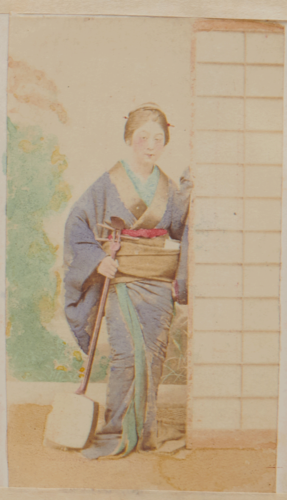 Shimooka Renjō, 'Geisha (Geisha)'/ 'Une belle du demi-monde très jolie', c.1863-70.